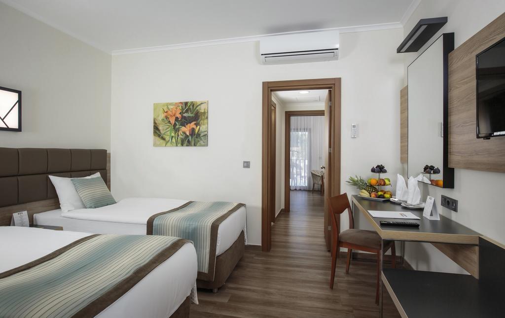 Ціни в готелі Kimeros Park Holiday Village
