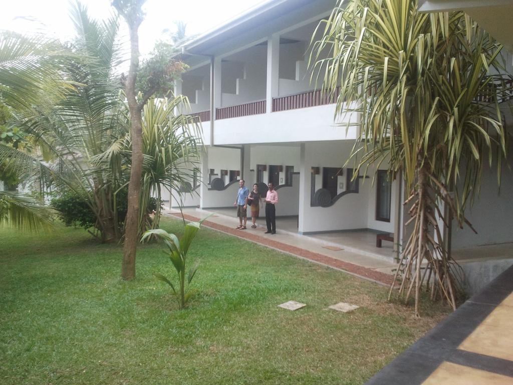 Горящие туры в отель Lagoon Paradise Beach Resort Тангалле Шри-Ланка