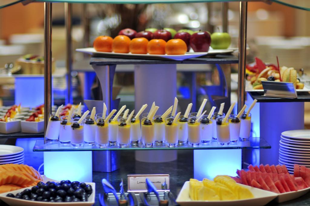 Гарячі тури в готель Crowne Plaza Abu Dhabi