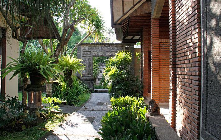 Горящие туры в отель Puri Bambu Джимбаран Индонезия